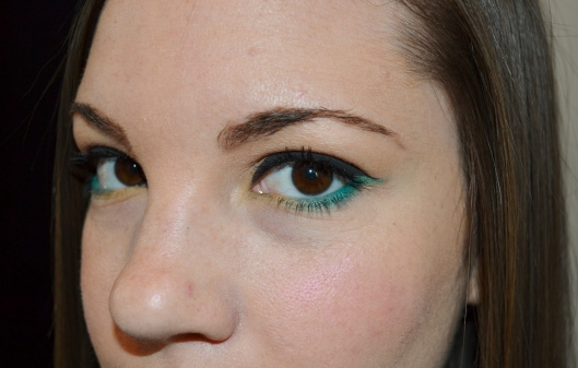 041Cat Eye Surprise: Eye Makeup Look- Use a pop of turquoise under the eye for a fun springtime look. Clementinebean.wordpress.com